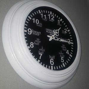 Leerzame klok 44 cm wit-zwart